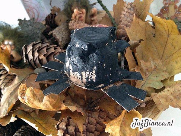 spinnenwebben knutselen - eierdoos spin - Juf Bianca